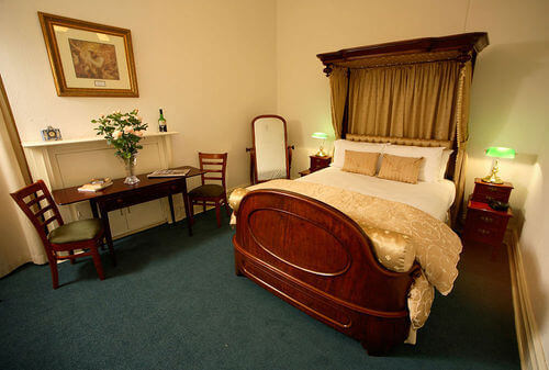 Double Room Accommodation - The American Creswick