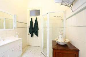 Bathroom - The American Creswick